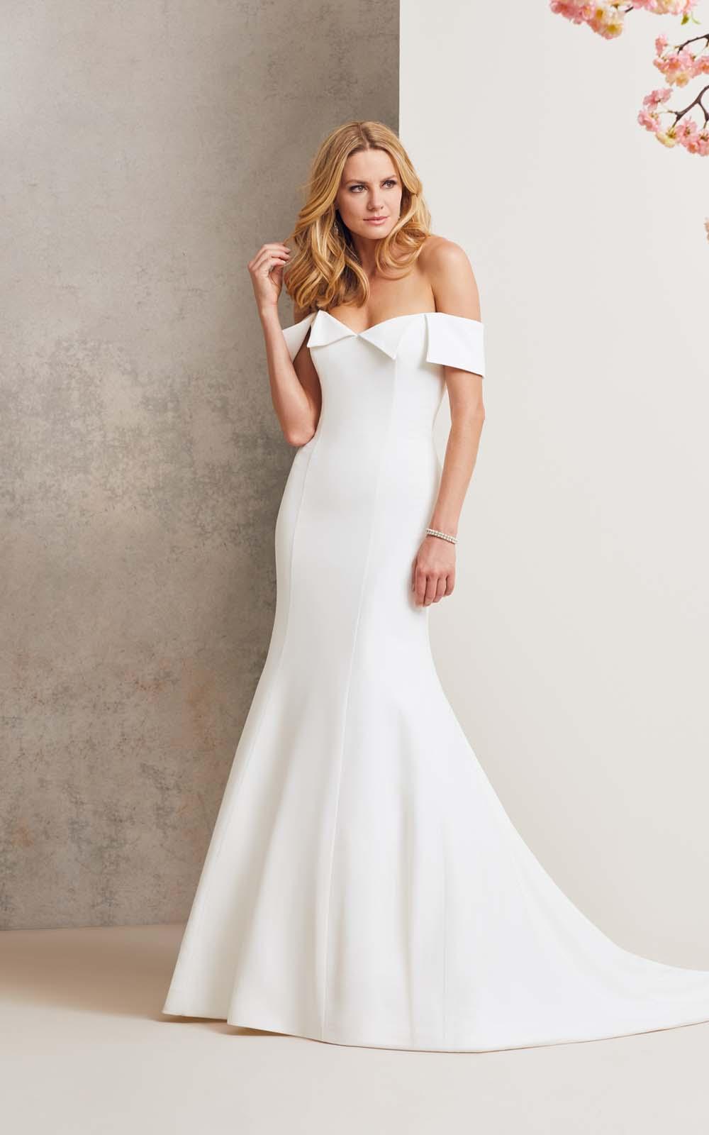 Iconic Bride Wedding Dresses Accessories Edwinstowe