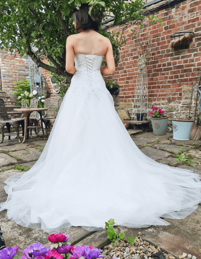 beautiful and timeless lily wedding dress